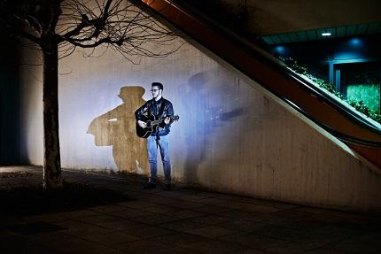 """Aus Hamburg: Julian Leucht mit seinem Debütlalbum """"Blue Motel""""; Credit: Julia Keltsch"""