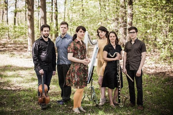 Plumes aus Montréal mit neuer EP im Gepäck und hier mit ihrem Ensemble im Bild