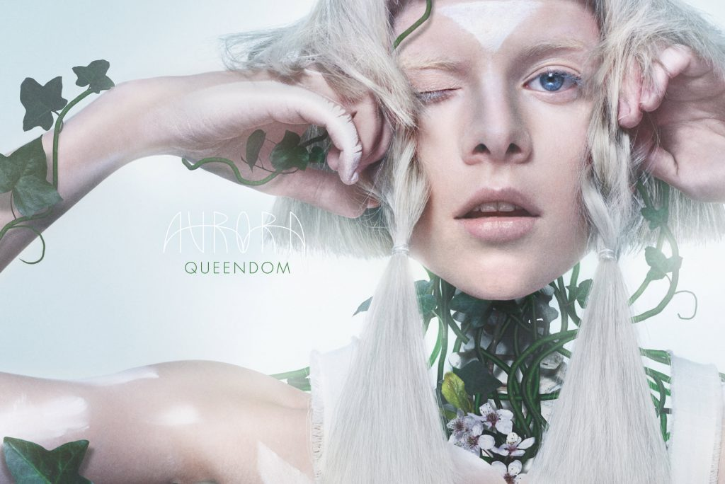 "Video AURORA ""Queendom"" - Soundkartell › Soundkartell › Aurora, deinMusikblog, Musikblog, Norwegen, Pop, Queendom, Review, Soundkartell, Video"