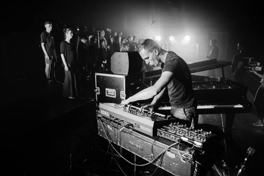 """Martin Kohlstedt hat den Abschluss des SNNTG-Festival zelebriert und die letzten Zuhörer endgültig """"Auf Wiedersehen"""" gesagt."""