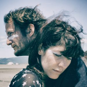 "Video-Premiere: ""War Within"" des italienischen Duos She Owl"