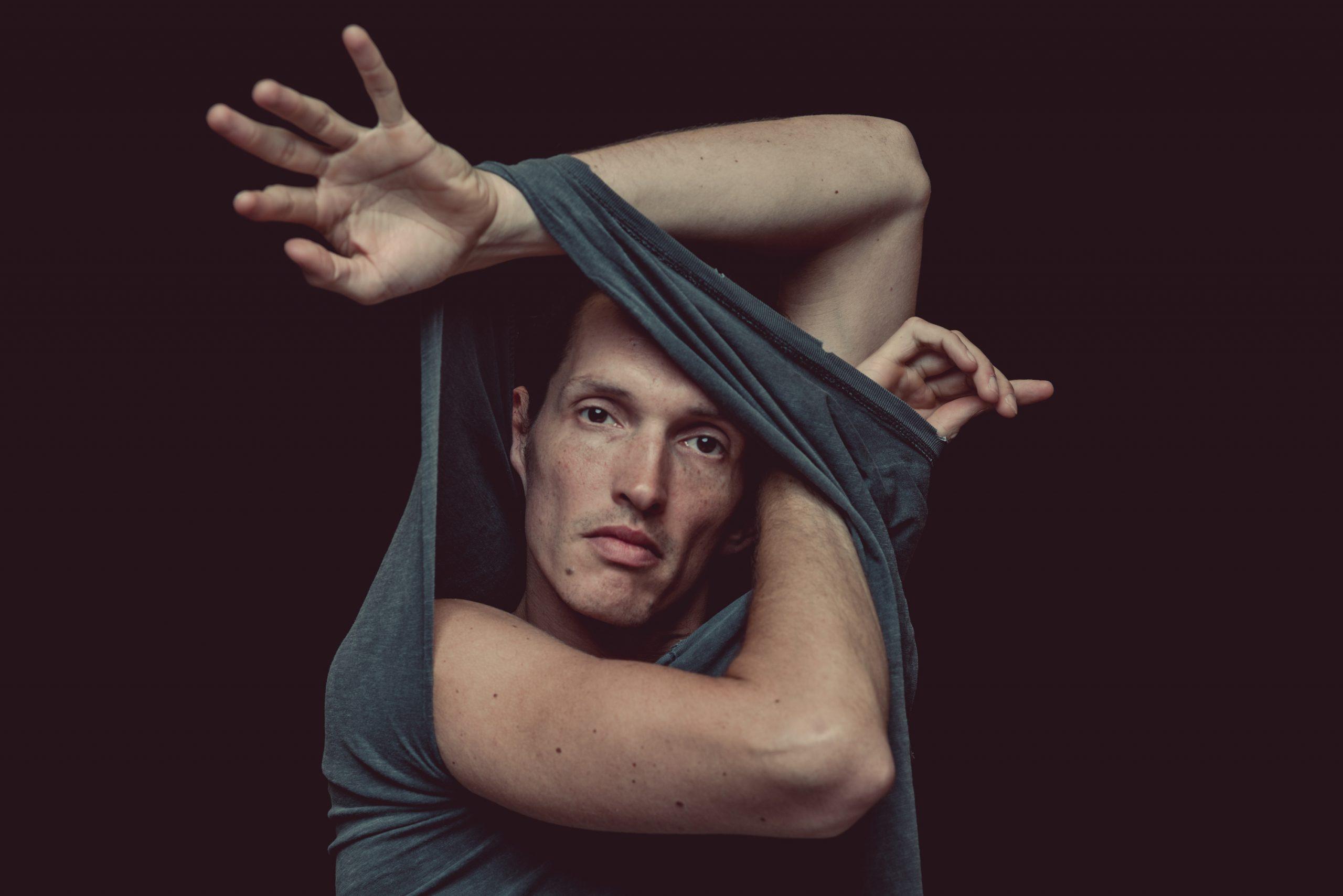 Der Erfurter Multiinstrumentalist Patrick Föllmer lässt in seinem Musikprojekt Lilabungalow Kunstwerke aus Bild und Ton entstehen