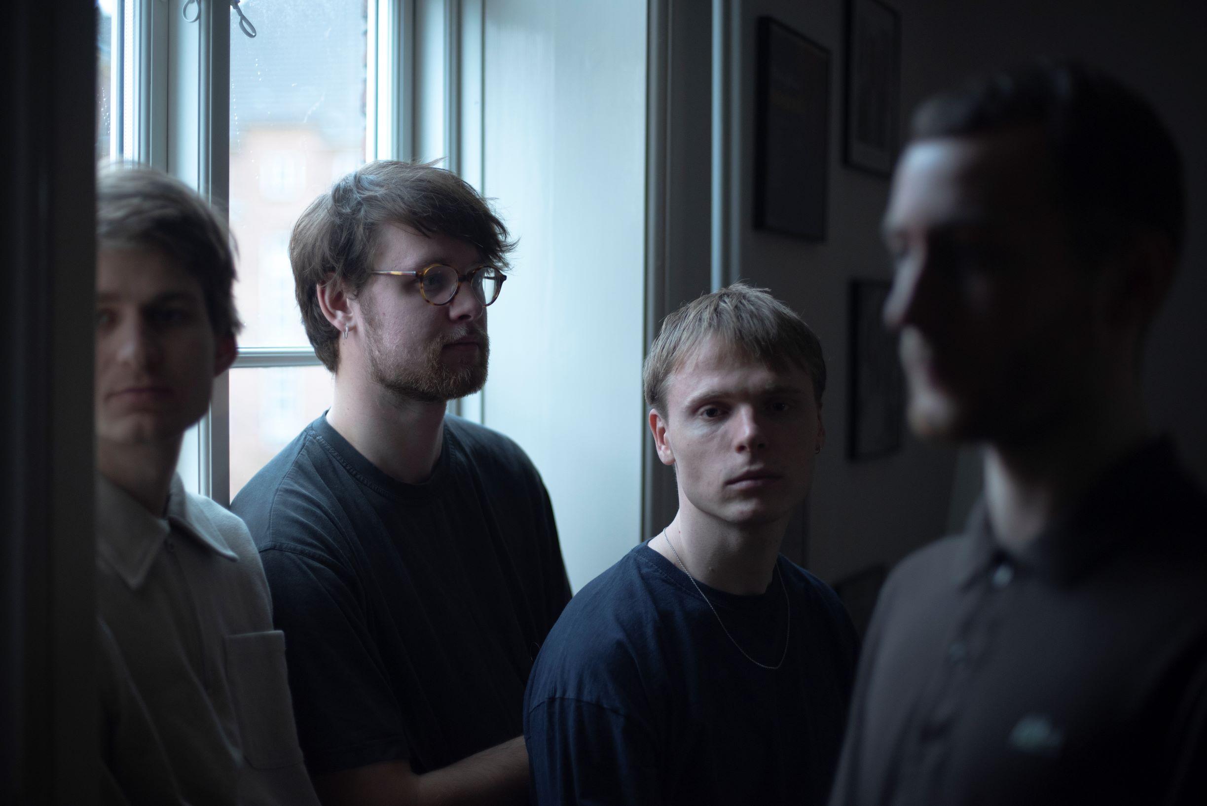 """Die junge Band Cousin aus Aarhus versuchen mit ihrer Debüt-EP """"Your Models Are to Blame"""" die Bedeutung von Pop auf ein neues Level zu heben"""