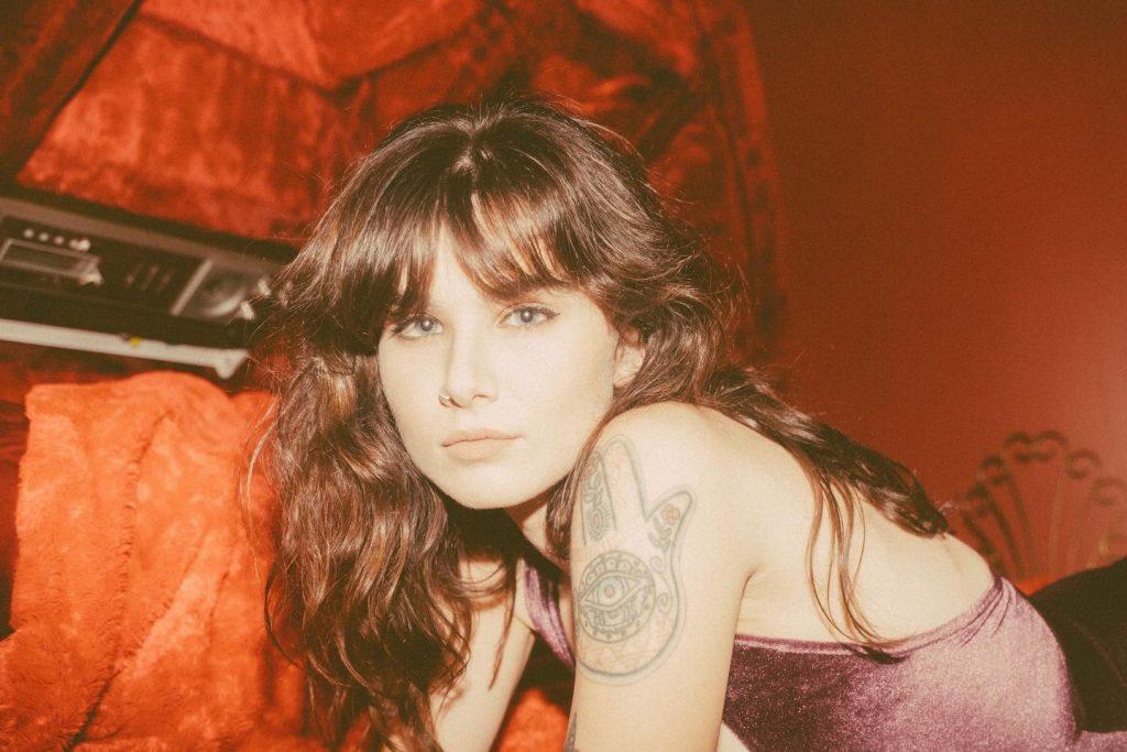 Victoria Bigelow aus Nashville im Review