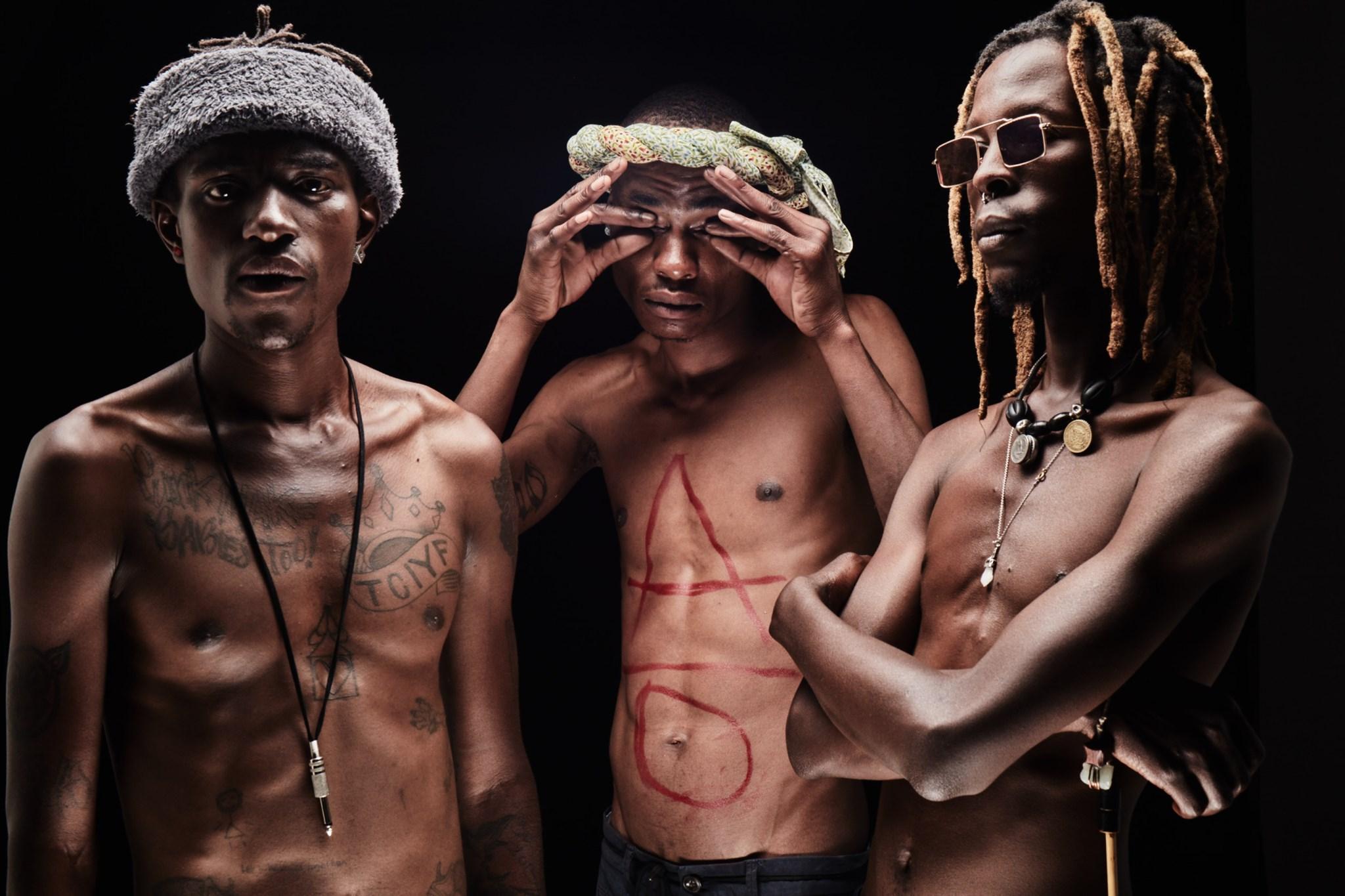 """Versuchen Country, Folk, Punk, Blues und Rockabilly in etwas ganz neues zu pressen: das Debüt-Album """"Africans from Outta Space"""" von Afronaut"""