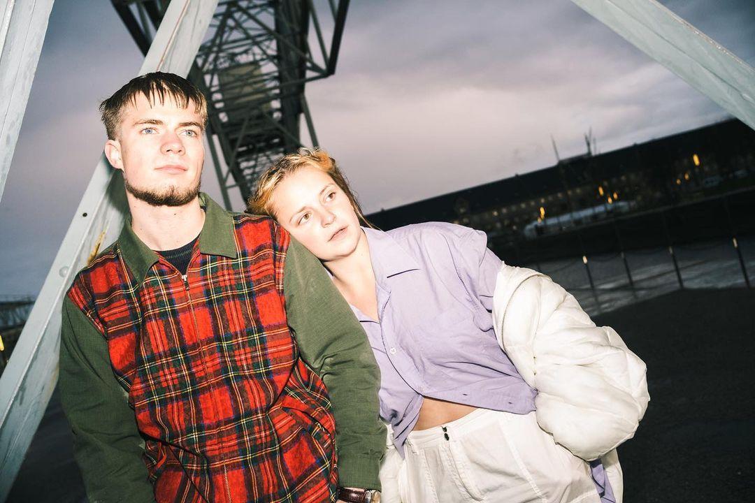 """Äußerst verheißungsvoll kündigt das Hip-Hop- und R&B-Duo UNG-SKAB mit ihrer neuen Single """"Samme Nummer"""" den kommenden Sommer an"""